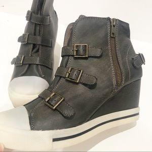 R2 Ardsley Platform Wedge Sneakers Size 8 NWT